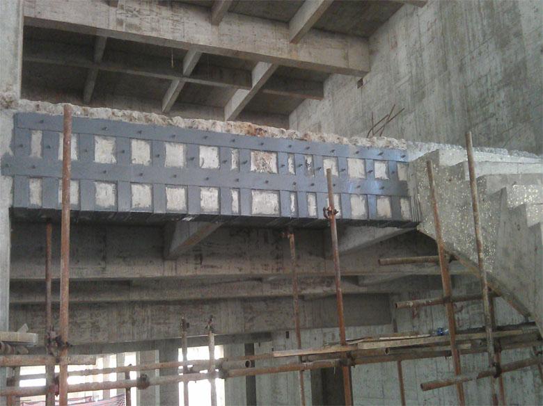 新增加混凝土楼梯原结构梁粘钢加固